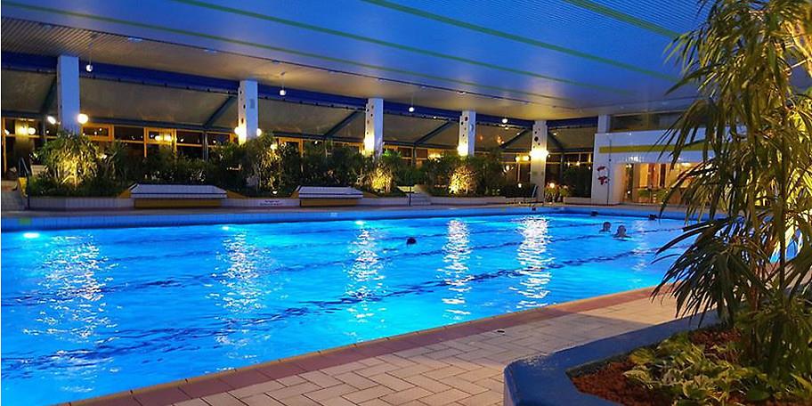 Für die sportlichen Bedürfnisse ist mit Schwimmbahnen gesorgt
