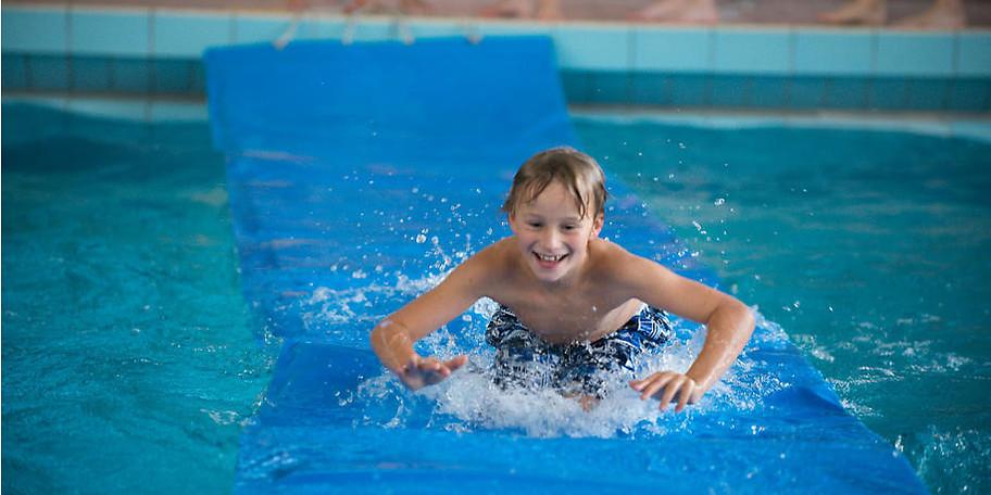 Planschen im Kinder-Erlebnisbereich des Freizeitbad Aquarell
