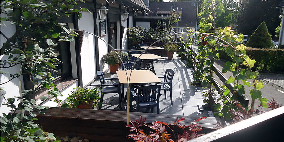 Genießen Sie bei schönem Wetter unsere Spezialitäten im Restaurantgarten