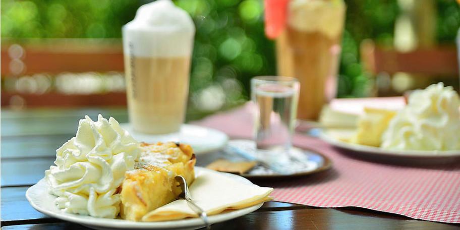 Genießen Sie leckere hausgemachte Kuchen und Kaffeespezialitäten