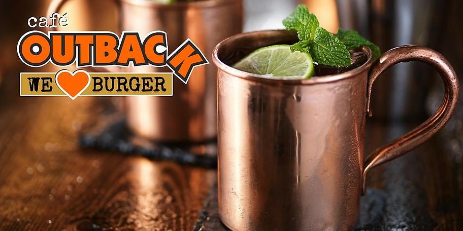 Unsere Bar  versorgt Dich mit erfrischenden Drinks, fruchtigen Cocktails, ausgezeichnetem Kaffee und kaltem Bier vom Fass