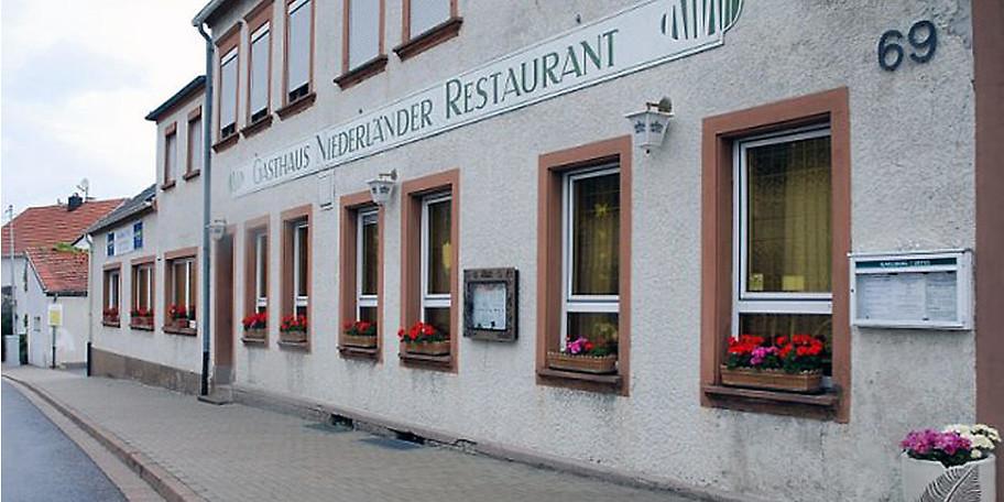 Außenansicht des Gasthaus Niederländer in Mandelbachtal