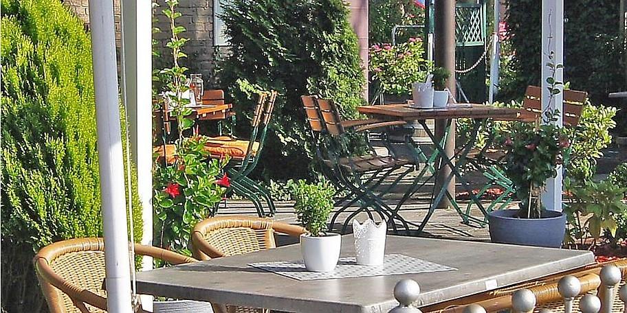 Schöner Biergarten in der BrennBar, Bielefeld