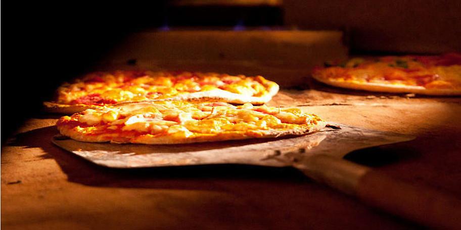 Genießen Sie unsere leckeren Pizzen aus dem Steinofen