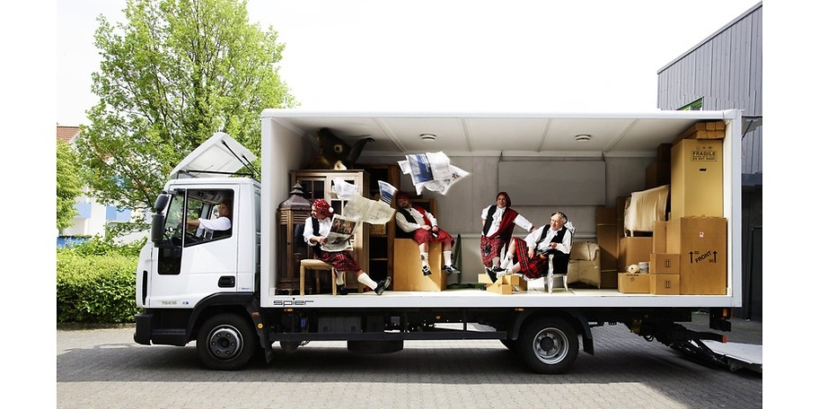 Wir liefern direkt in Ihr Wohnzimmer – auch ohne Schotten.