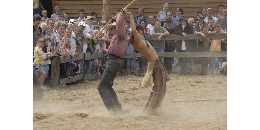 Erleben Sie spektakuläre Stuntshows in der Westernstadt EL DORADO in Templin