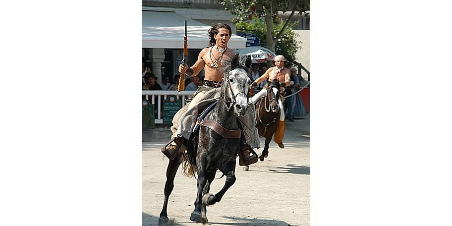 Erleben Sie auch die traditionelle Lebensweise der Indianer in Pullman City