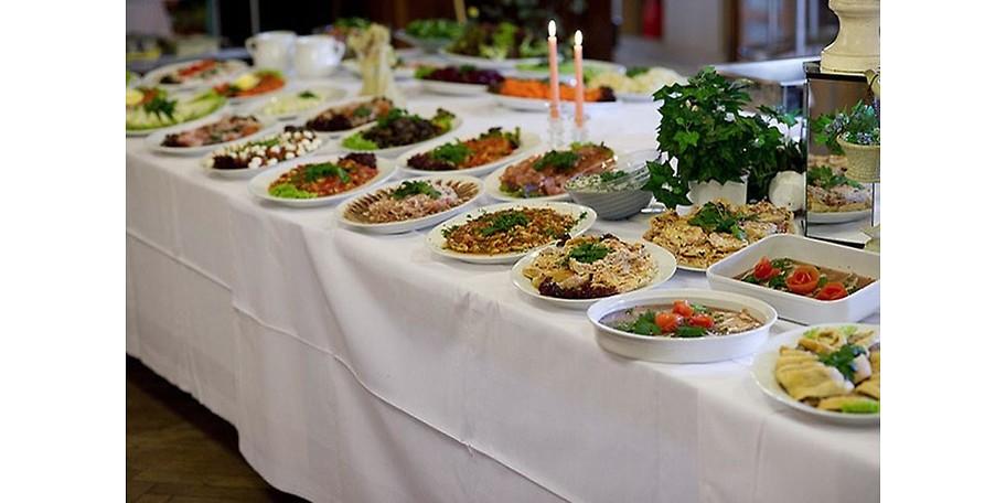 Große Auswahl am Buffet – mit dem Partyservice der Metzgerei List (Friedenseiche Cadolzburg)