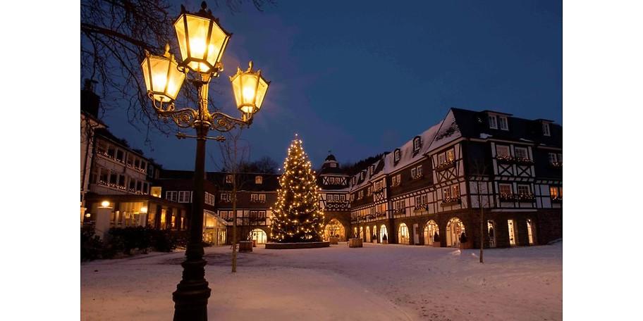 Zur Weihnachtszeit erstrahlt das Hotel in glanzvoller Aufmachung