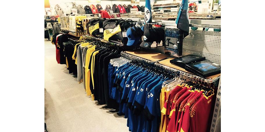 fe5f7d4c96c55b Vielfältige Auswahl an Sportbekleidung bei Intersport Voswinkel in Paderborn
