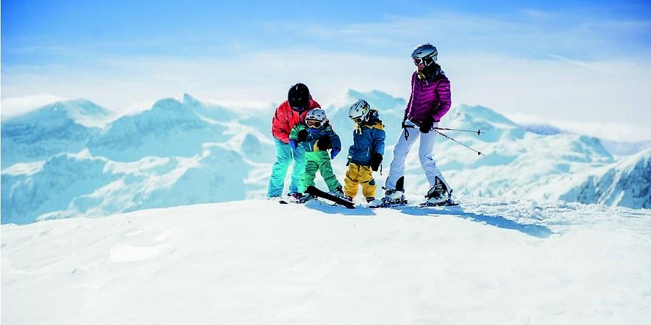 Familien freuen sich besonders über die revolutionär günstigen Skipasspreise im Familienskigebiet Monte Popolo