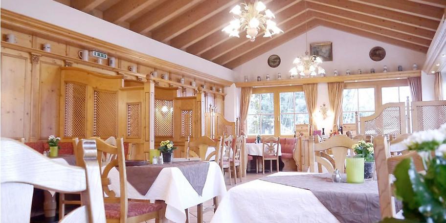 gemütliche Atmosphäre im Landgasthof Huber in Ambach am Starnberger See