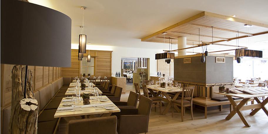 Entspannen zwischen Bergsicht und offenem Kamin in unseren Restaurants