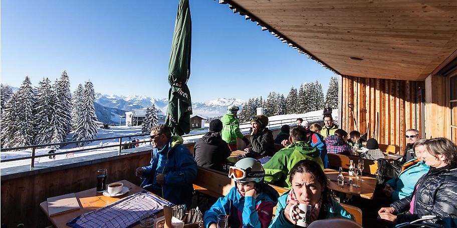 Von der Falba Stuba offenbart sich ein wunderbarer Ausblick über das Skigebiet