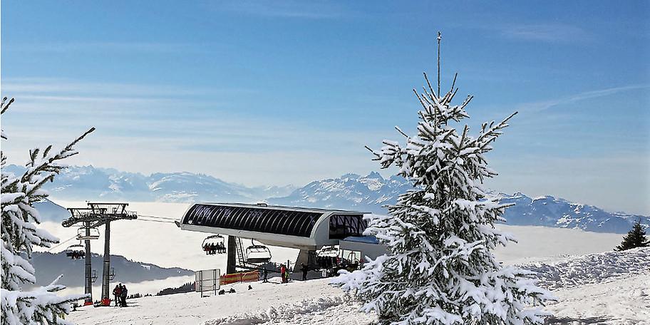 Die Sesselbahn im Skigebiet Laterns