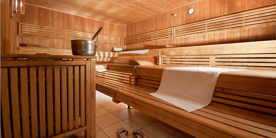 Entspannen Sie in der finnischen Sauna und vergessen Sie den Alltagsstress
