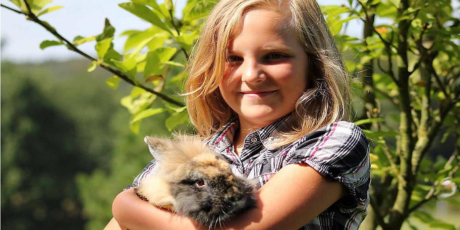 Als Kaninchen auf unserem Ferienhof steht man oft im Mittelpunkt des Geschehens