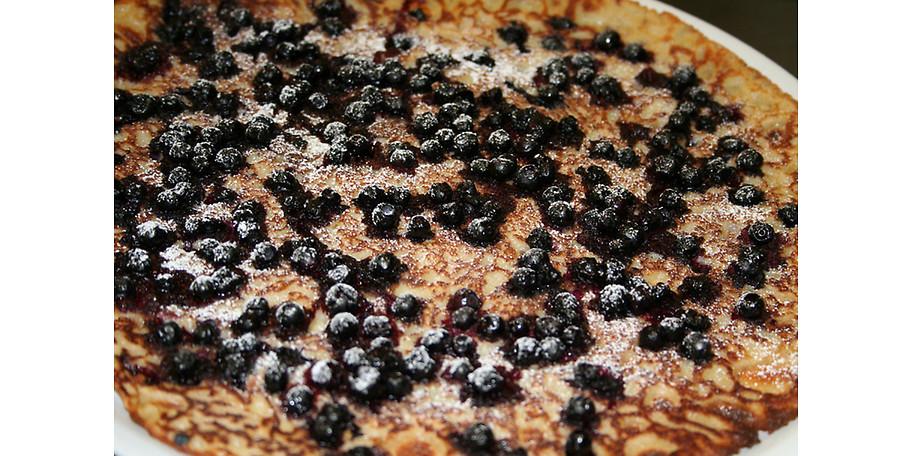 Süßer Pfannkuchen mit Blaubeeren im Pfannkuchenhaus