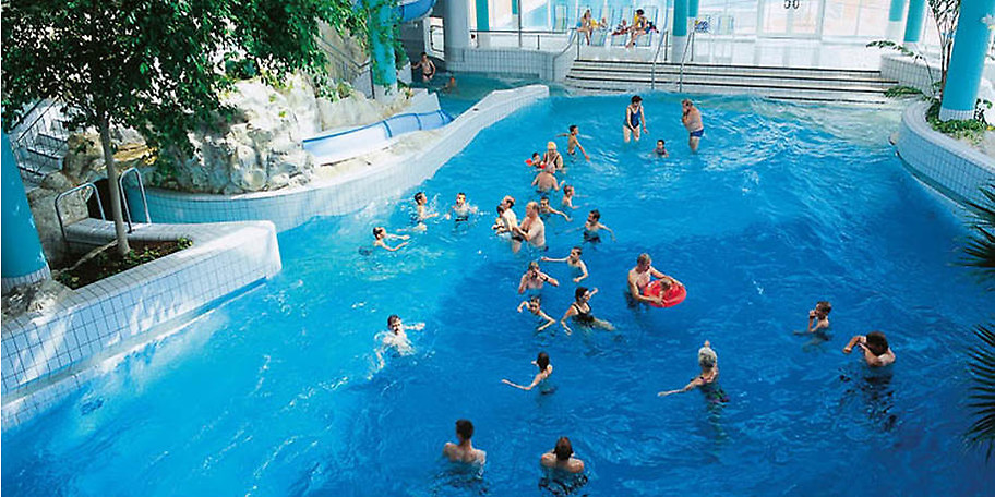 Das Erlebnisbad im Hotel & Ferienpark IFA Schöneck bietet Spaß für Groß & Klein