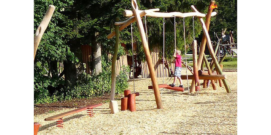 Ein Abenteuerspielplatz gehört in die freie Natur – so wie im skywalk allgäu Naturerlebnispark