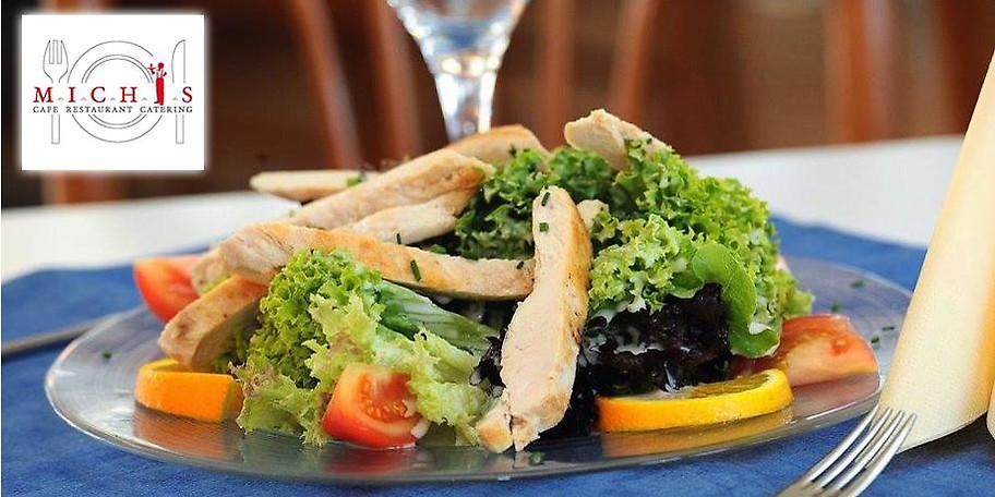 Genießen Sie knackige Salate in Michis Café Restaurant