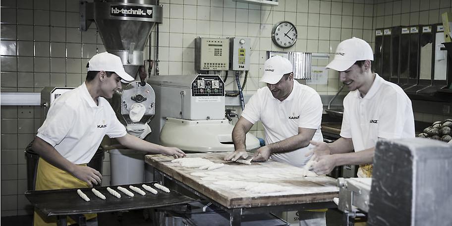 Wir backen in unserer Bäckerei Brot und Feinbackwaren noch nach alter Tradition