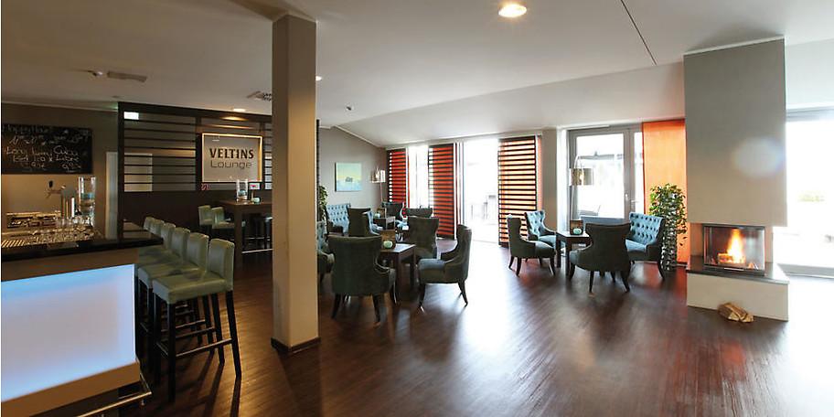 Cocktails in der VELTINS Lounge im OVERSUM Hotel Wintebrerg