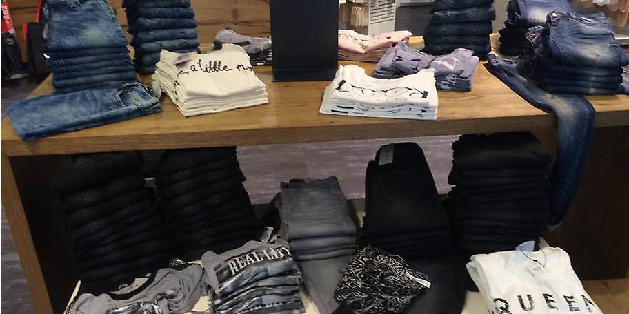Bei A & M Clothes finden Sie aktuelle Trends für jede Altersklasse