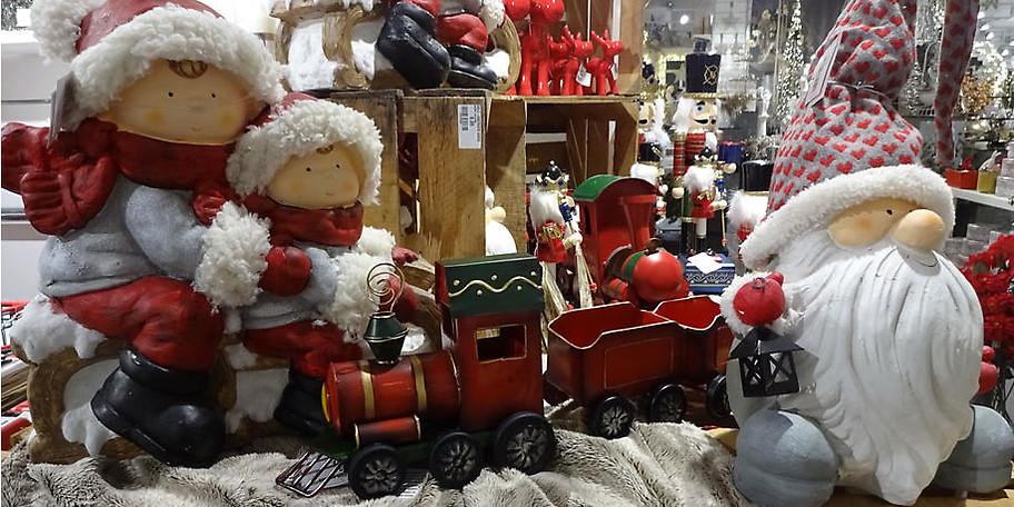 Finden Sie weihnachtliche Dekoartikel bei Möbel Heinrich
