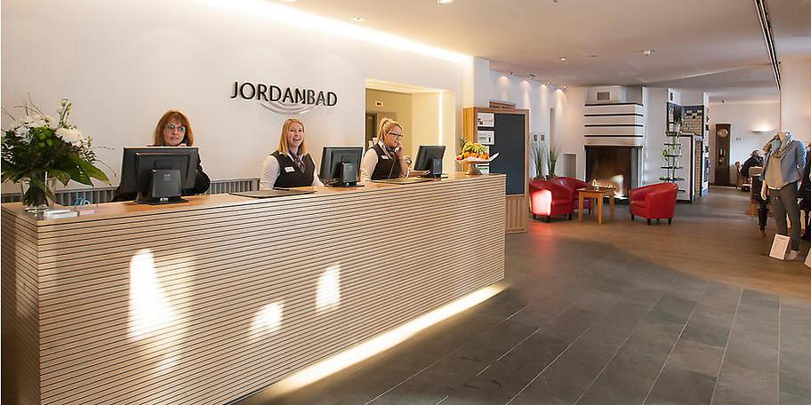 Gehobener 4-Sterne-Service und familiäre Gastlichkeit begrüßen die Gäste des Parkhotel Jordanbad
