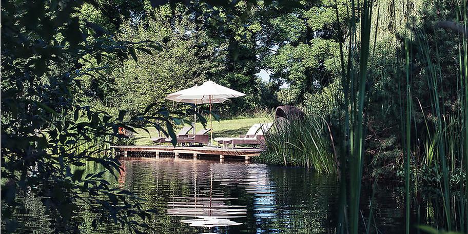 Runden Sie Ihren Saunagang mit einem Sprung ins kalte Wasser und ein paar erfrischenden Schwimmzügen ab