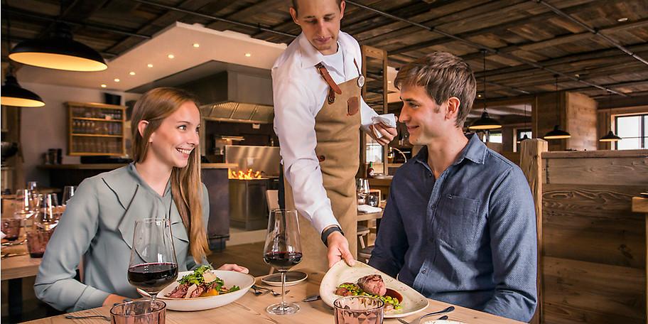 Genießen Sie das Essen im Chalets Restaurant