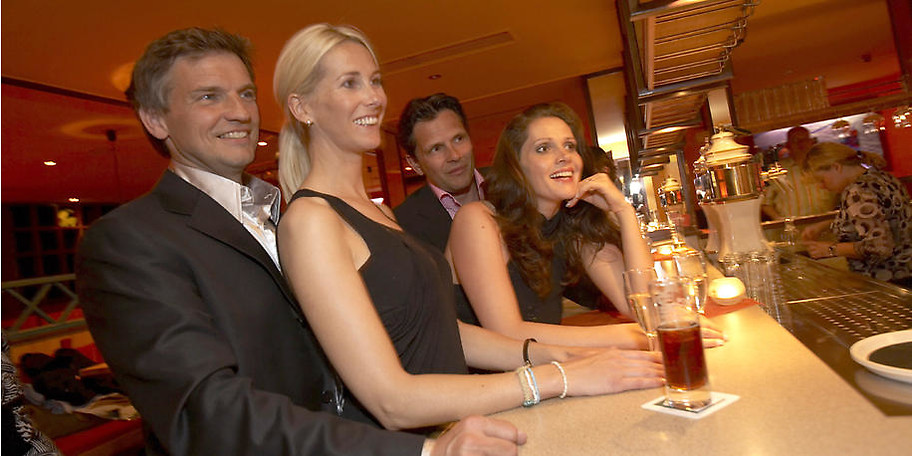 Lassen Sie den Tag in Göbel's Hotel Quellenhof an der Bar ausklingen