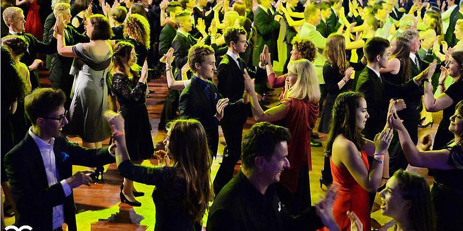 Wir unterrichten alle Tänze zu top aktueller Musik in lockerer Atmosphäre