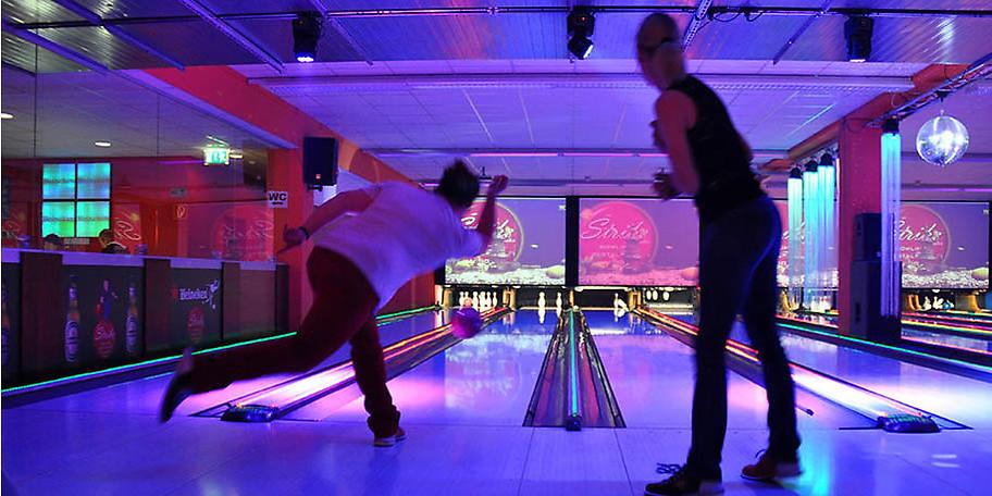 14 hochwertige, vollautomatisch computergesteuerte AMF-MT Bowlingbahnen stehen Ihnen zu Verfügung