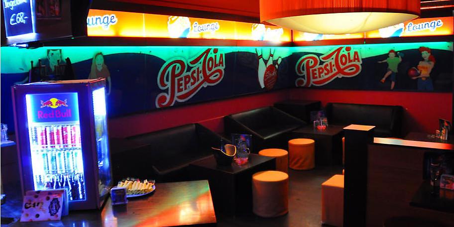 In der Strike Bar-Lounge können Sie sich wunderbar dem Bowlinggeschehen widmen