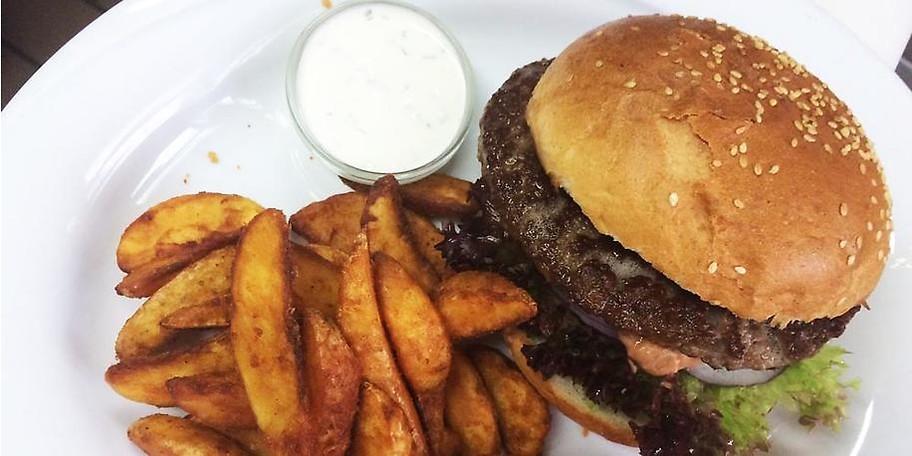 Michis Café Restaurant verwöhnt seine Gäste auch mich leckeren Burger