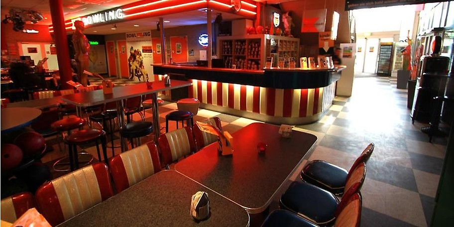 Ob vor oder nach dem bowlen, gönnen Sie sich eine kurze Pause im Restaurant