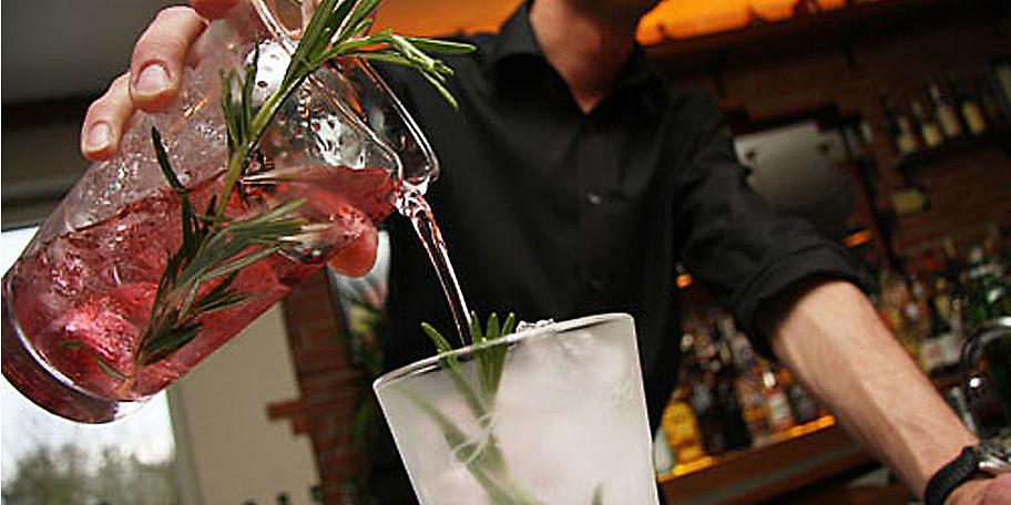 Gönnen Sie sich einen leckeren Cocktail in der Cuba Bar