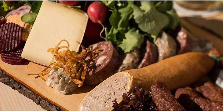 Im Gasthof Schwaigeralm können Sie leckere österreichische Schmankerl genießen