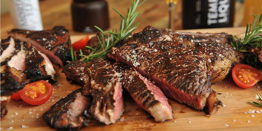 Genießen Sie das hausgereifte Fleisch im Buffalo Steakhouse