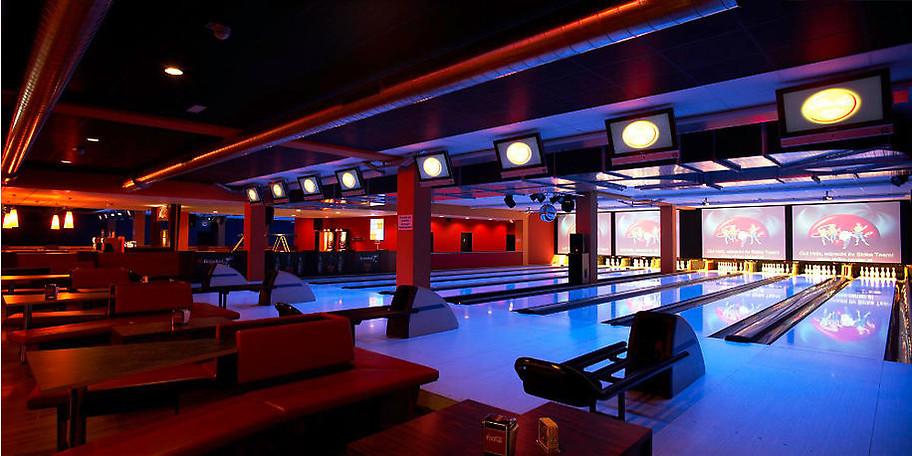 Einzigartig in Mitteleuropa ist unsere komplette Bowlingrückwand: 7 Grossbildleinwände können die Stimmung im Haus immer an die Bedürfnisse anpassen