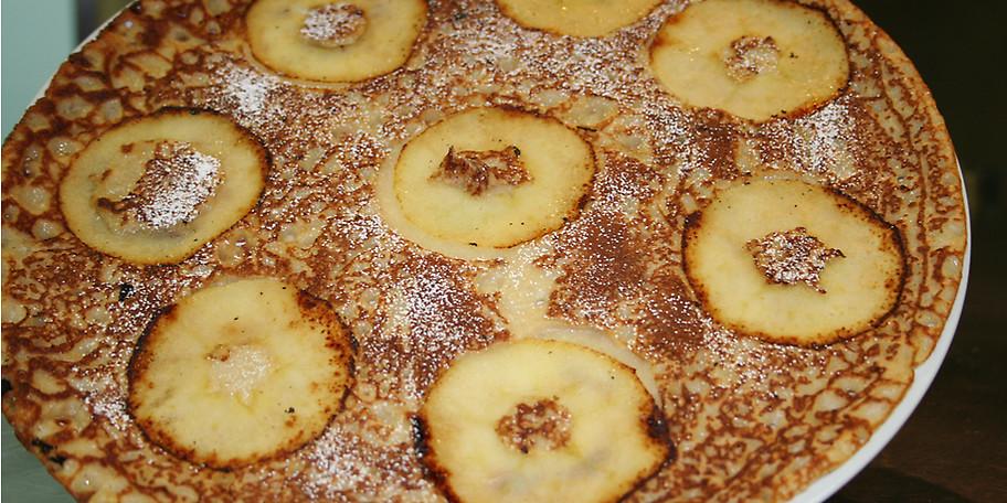 Pfannkuchenkreation mit gebackenen Äpfeln
