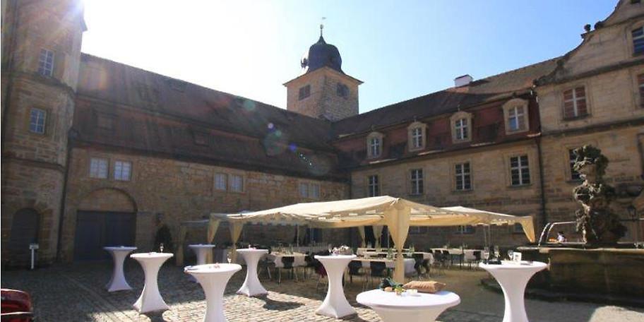 Der prächtige Schlosshof von Schloss Thurnau