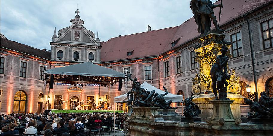 ABBA-Night Open Air direkt an der Residenz in München