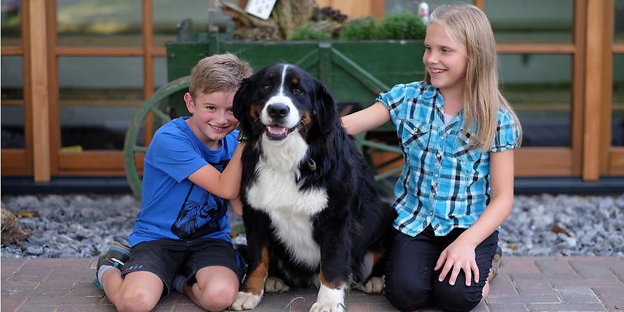 Unser lieber Hof-Hund heißt Carlo